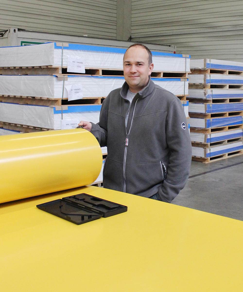 Matthias Scholl, Qualitätssicherungsmitarbeiter bei der Arbeit | Erfahrungsbericht und Bewertung von Weiss